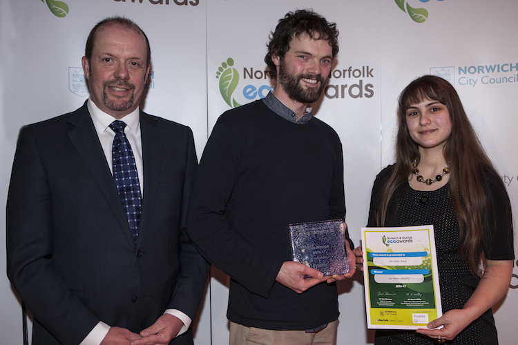 Mathew_White_and_partner_from_Silver_road_in_Norwich_Eco_Home_winner_with_sponsor_Foster.JPG